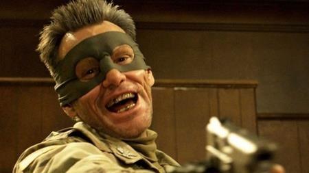 """Jim Carrey từng lên tiếng bày tỏ sự không hài lòng về bộ phim """"Kick-Ass 2"""" vì cho rằng tác phẩm này quá bạo lực. Sau thảm kịch xả súng tại Sandy Hook, nam tài tử cũng đã quyết định không tham gia quảng bá bộ phim như một lời tuyên ngôn không cổ xúy cho bạo lực."""
