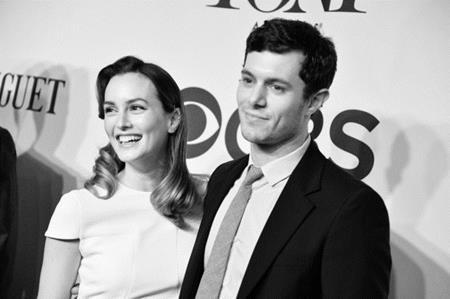 """Leighton Meester và Adam Brody đã bí mật làm đám cưới với nhau hồi tháng 2/2014. Sau đó, nữ diễn viên phim """"Gossip girl"""" vẫn giữ nguyên thói quen """"kiệm lời"""" của mình khi sinh hạ bé Arlo Day."""