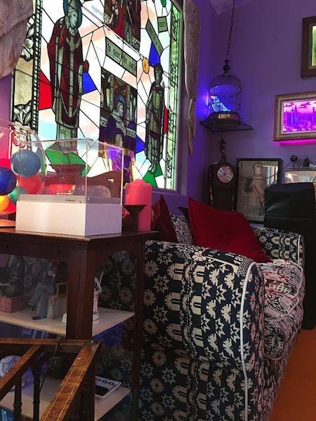Phòng khách cũng mang đậm dấu ấn cá nhân của Carrie Fisher