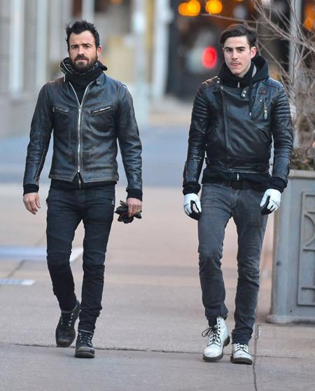 Cậu em trai Sebastian của Justin Theroux từng gây xôn xao vì quá bảnh bao và nam tính khi lộ ảnh đi dạo cùng anh trai