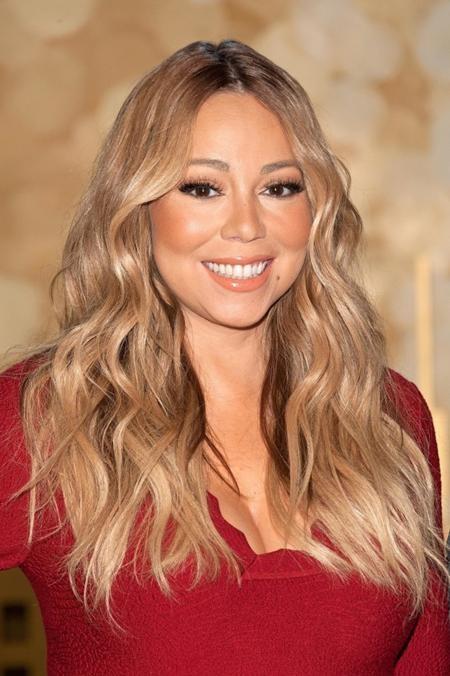 Có cùng độ tuổi với J.Lo, Mariah Carey trông cũng trẻ trung không kém người đồng nghiệp nổi tiếng