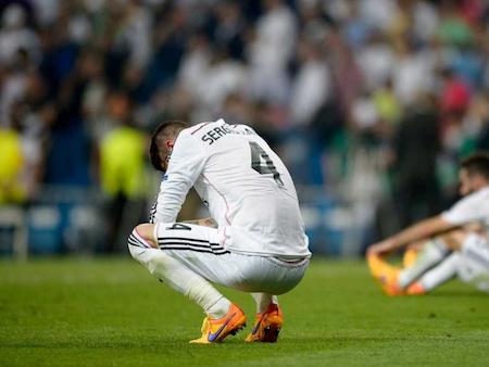 """Các cầu thủ Real Madrid đã được """"người đàn bà đẹp"""" an ủi"""