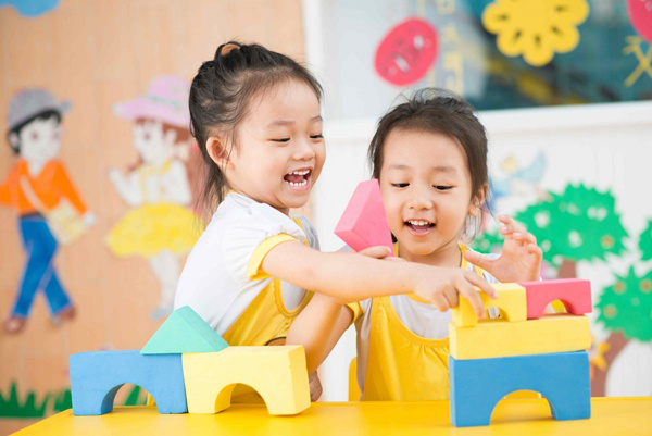 Cha mẹ giúp con phát triển kỹ năng xã hội theo từng độ tuổi - 3