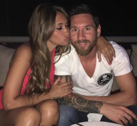Chuyện tình giữa Messi và Antonella khiến nhiều người ngưỡng mộ