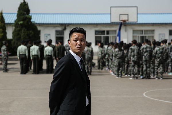 Ngôi trường của anh được xây dựng theo mô hình trường quân đội