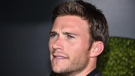 Thành thực mà nói, Scott Eastwood không gây ấn tượng với khán giả nhờ ngoại hình mà là nhờ việc anh là con trai của huyền thoại điện ảnh Clint Eastwood. Tuy nhiên, dù đã có danh tiếng của cha mình làm bệ phóng nhưng tất cả những gì Scott mang đến cho khán giả vẫn chỉ là một ngoại hình bắt mắt cùng diễn xuất nghèo nàn.