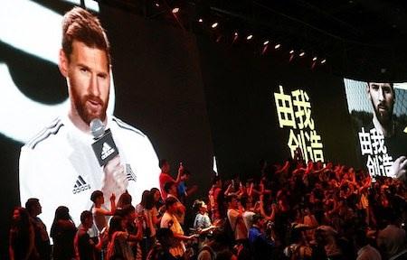 Sự xuất hiện của Messi khiến các fan hâm mộ phấn khích tột độ