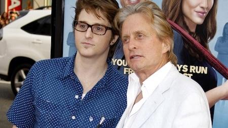 Cũng là diễn viên giống ông bố Michael Douglas nhưng Cameron Douglas lại chỉ khiến dư luận chú ý khi chịu án tù năm năm vì buôn bán chất cấm.