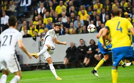 Olivier Giroud đã ghi bàn trong trận đấu giữa Pháp và Thụy Điển
