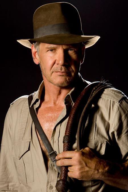 """Người hâm mộ đã phải chờ đợi rất lâu nhưng vẫn chưa thể có cơ hội được theo dõi phần bốn bộ phim """"Indiana Jones"""" trên màn ảnh. Hồi năm 2002, Frank Darabont đã đưa ra một kịch bản mang tên """"Indiana Jones and the City of Gods"""". Tuy Steven Spielberg và Harrison Ford rất yêu thích cốt truyện này nhưng """"Indiana Jones and the City of Gods"""" lại không được George Lucas thông qua và bị cho ngay vào dĩ vãng."""
