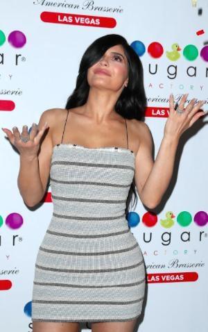 """Kylie Jenner có một biểu cảm cực """"phiêu"""" trước ống kính"""