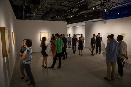 """Khởi động mùa triển lãm đầu tiên với chủ đề """"Tỏa"""" (The Foliage) trưng bày tác phẩm của 19 nghệ sĩ đương đại Việt Nam và quốc tế. Với nhiều tác phẩm độc đáo, mới lạ và ấn tượng, VCCA thu hút rất đông công chúng yêu nghệ thuật tới tham quan và trải nghiêm nghệ thuật đương đại."""