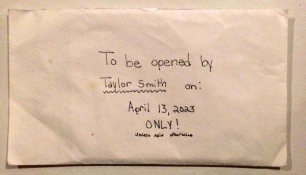 Bức thư được để trong một chiếc phong bì cũ