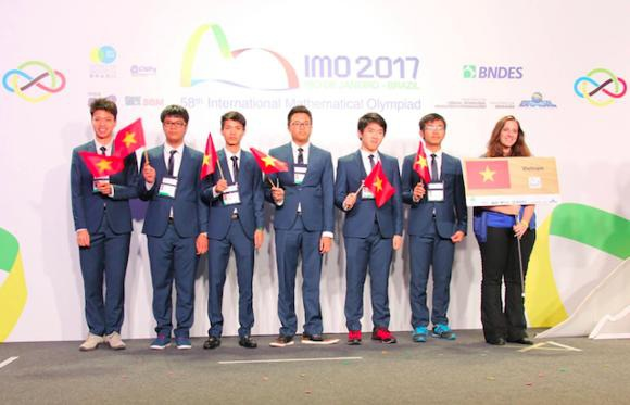 Năm nay, đội tuyển Việt Nam có 6 chàng trai tham dự chinh phục IMO lần thứ 58. (Ảnh: Thầy Nguyễn Duy Liên)