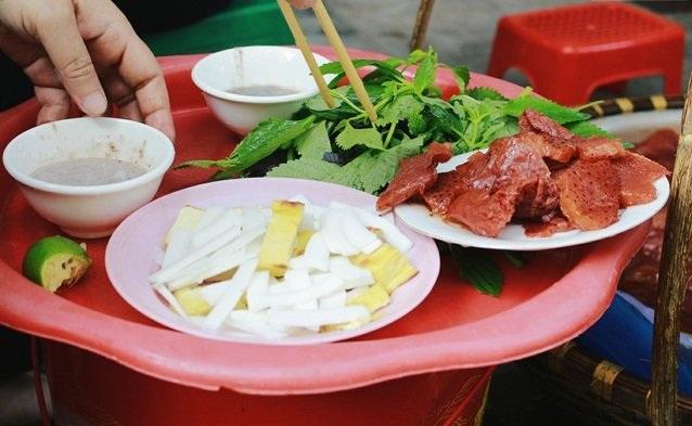 Ai đã ăn thử nộm sứa với dừa non, đậu nướng chấm mắm tôm sẽ không thể quên hương vị