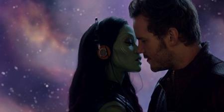 """Cặp đôi Peter Quill và Gamora đã được rất nhiều fans yêu thích trong phần phim đầu tiên của """"Guardians of the Galaxy"""" và đến phần hai, chuyện tình cảm của cả hai cũng đã có những bước phát triển rõ ràng hơn nhiều."""