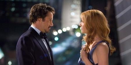 Tony Stark có thể là một tay chơi tỉ phú, một Người Sắt anh hùng nhưng đồng thời, anh cũng là một người bạn trai lãng mạn, hết lòng thương yêu cô bạn gái Pepper Potts.
