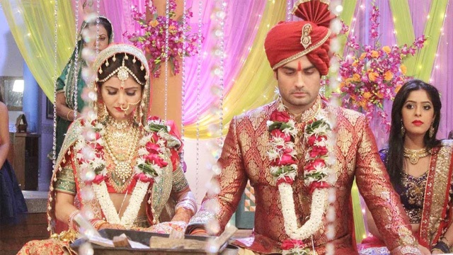 Khi trưởng thành Soumya buộc phải kết hôn với Harman bởi một sự hiểu lầm tai hại