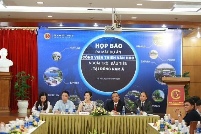 Phó Chủ tịch Tập đoàn Nam Cường – Bà Trần Thị Quỳnh Ngọc (giữa) cùng các chuyên gia hàng đầu của Viện Hàn lâm Khoa học Việt Nam, Ego Group trong buổi công bố ra mắt