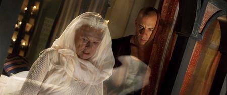 """Judi Dench đã nhận lời đóng bom xịt """"The chronicles of riddick"""" nhờ tài thuyết phục của Vin Diesel và một tấm séc có giá trị """"khủng"""" của hãng Universal. Và kết quả, khán giả nào cũng phải ngao ngán về vai diễn của Judi Dench trong tác phẩm này."""
