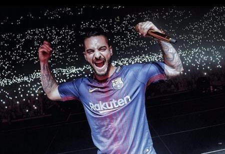 Nam ca sĩ Maluma cũng là một fan hâm mộ lớn của Barcelona
