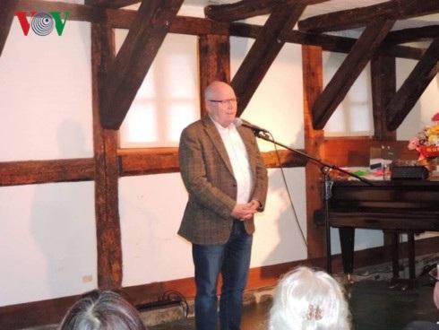 Ông Albrecht, Chủ tịch Hội đồng TP Wernigerode phát biểu tại buổi gặp gỡ.