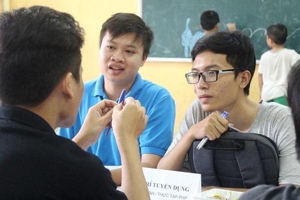 Gần 1.000 bạn trẻ đam mê Toán - Công nghệ thử sức với các doanh nghiệp lớn - 3