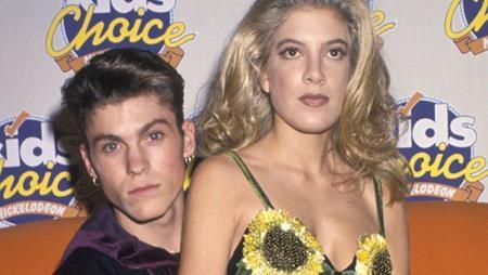 """Tori Spelling và Brian Austin Green cũng từng có thời gian qua lại với nhau khi cả hai đóng chung trong """"90210"""". Tuy nhiên, hai ngôi sao giờ đều đã tìm được hạnh phúc mới và có những mái ấm hạnh phúc."""