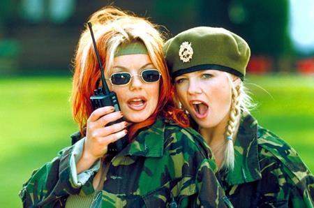 """Những cô gái của nhóm nhạc đình đám Spice girls đã quyết định cho ra mắt bộ phim ca nhạc hài """"Spice world"""" vào cuối năm 1997 và dù tác phẩm này không được đánh giá cao nhưng vẫn là một kỉ niệm khó quên đối với fans hâm mộ."""