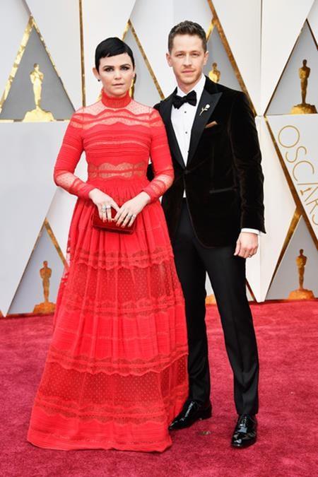"""Hai ngôi sao của """"Once upon a time"""" Ginnifer Goodwin và Josh Dallas đã bí mật hẹn hò với nhau hơn một năm trời trước khi chính thức báo tin vui cho người hâm mộ."""