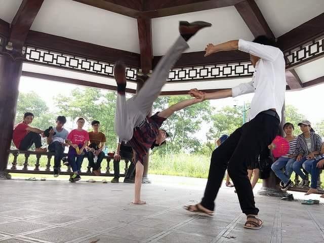 Anh Trịnh Hoài Đức đang dạy các học viên.