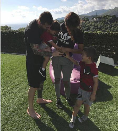 Messi chưa thể so được với C.Ronaldo về khoản… sinh con