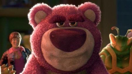 """Dù có vẻ ngoài dễ thương nhưng chú gấu bông Lots-O-Huggin Bear lại là kẻ phản diện chính trong """"Toy story 3"""" và gieo rắc không ít nỗi sợ hãi cho khán giả."""