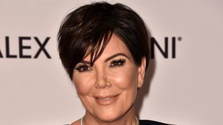 Khác với cô con gái Kim Kardashian, Kris Jenner không hề e dè khi thừa nhận chuyện từng phẫu thuật thẩm mĩ. Ngoài phẫu thuật căng da mặt, Kris Jenner còn từng đi nâng ngực và ước tính, Kris Jenner đã chi ra không dưới một triệu đô la Mỹ để đi làm đẹp nhân tạo.