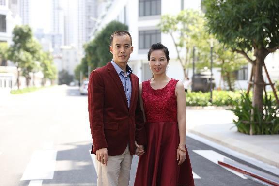 Anh Cao Văn Tường cùng vợ - chị Hoàng Bích Ngọc, người đồng hành trong cuộc sống gia đình và công việc kinh doanh