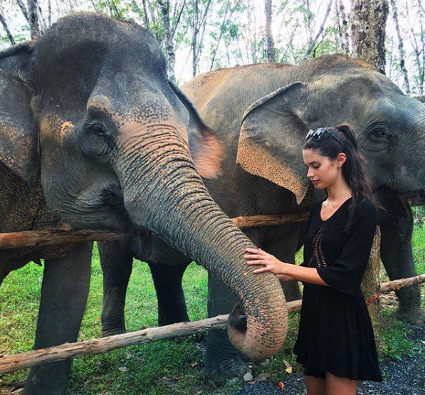 """""""No mắt"""" ngắm bộ ảnh du lịch Thái Lan của dàn thiên thần Victoria Secret - 11"""