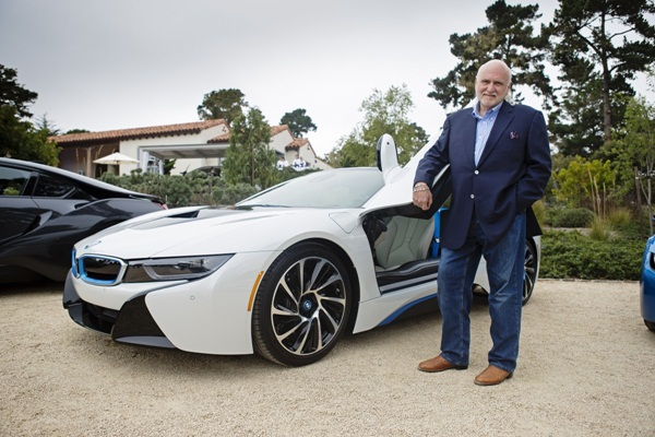 Michael Fux đôi khi phải bán bớt những chiếc xe của mình vì trong garage không còn đủ chỗ