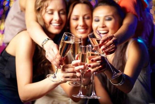 Tiệc tất niên, làm sao để uống rượu bia không say? - 3