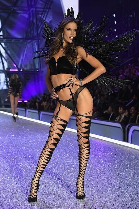 Siêu mẫu nổi tiếng người Brazil từ lâu đã được biết đến với tư cách là một trong những thiên thần đình đám nhất và thành công nhất của Victoria's Secret.