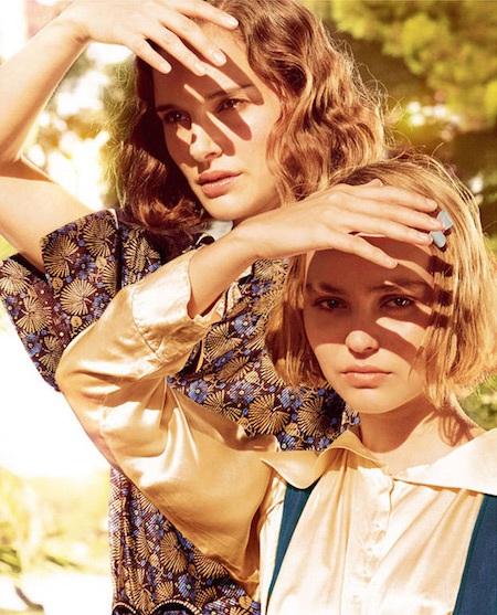 Natalie Portman và Lily-Rose Depp thân thiết với nhau từ trong phim…