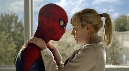 """Dù bị các fan trung thành của loạt phim """"Spider-man"""" ghẻ lạnh nhưng không thể phủ nhận yếu tố tình cảm trong """"The amazing Spider-man"""" (2012) luôn được đánh giá cao với mối tình đầu ngọt ngào, lãng mạn mà Peter Parker đã có với Gwen Stacy"""