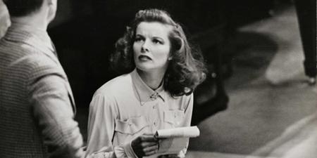 Lập kỷ lục với 4 lần thắng giải Oscar nhưng trong cả 4 lần Viện Hàn lâm trao giải, Katharine Hepburn đều vắng mặt. Dĩ nhiên, việc vắng mặt tại lễ trao giải Oscar không thể gây ảnh hưởng tới tài năng cũng như danh tiếng của Katharine Hepburn và huyền thoại điện ảnh đã được Viện điện ảnh Mỹ vinh danh là Nữ diễn viên vĩ đại nhất mọi thời đại.
