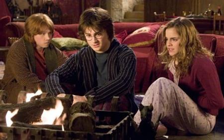 """Trong phần phim """"Harry Potter và Chiếc cốc lửa"""" (2005), nhân vật Hermione của Emma Watson và nhân vật Ron do Rupert Grint đóng đã có những tiến triển đặc biệt trong chuyện tình cảm của cả hai"""