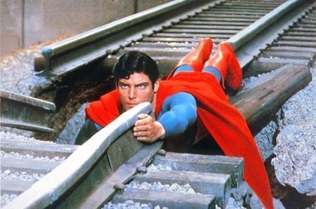 """Có lẽ nhiều người không nhận ra rằng Kal-El, tên thật của Siêu Nhân, trong bộ phim """"Superman"""" (1978) cũng là một người ngoài hành tinh"""