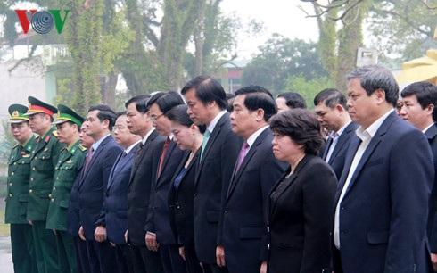 Chủ tịch Quốc hội viếng nghĩa trang liệt sĩ Quốc gia A1