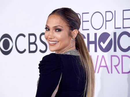 Khi quyết định bỏ học để theo đuổi nghiệp cầm ca, Jennifer Lopez thậm chí đã có một khoảng thời gian phải sống trong cảnh không nhà không cửa. Sau này, kể cả khi đã trở thành một ngôi sao sở hữu tới 300 triệu đô la Mỹ, J.Lo thi thoảng vẫn nhắc lại về quá khứ khó nhọc của mình.