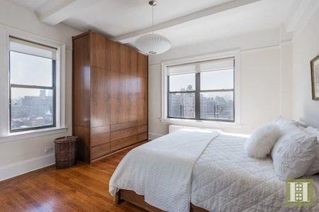 Đây chỉ là một trong bốn phòng ngủ của căn hộ