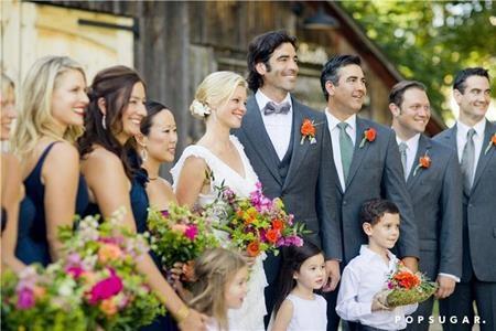 Nữ diễn viên Ali Larter trông hết sức xinh đẹp khi làm phù dâu trong hôn lễ của cặp đôi Amy Smart và Carter Oosterhouse