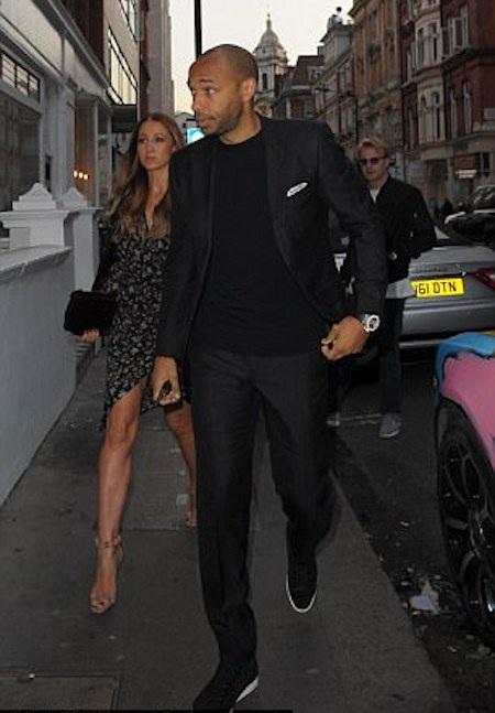 … và Thierry Henry còn đặc biệt hộ tống vợ và bạn gái đi cùng