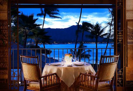 Cameron Diaz, Halle Berry, John Travolta, Arnold Schwarzenegger, Ben Affleck, Paula Abdul và Randy Jackson đều đã từng dừng chân nghỉ ngơi tại Halekulani, Oahu, Hawaii và đây chắc chắn là sự bảo chứng ấn tượng nhất cho chất lượng dịch vụ tại khách sạn 5 sao này.